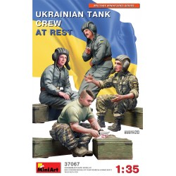 MINIART37067 Ukrainian Tank Crew At Rest 1/35
