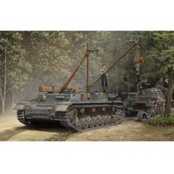 TRU00389 TRUMPETER Bergpanzer IV Recov. 1/35