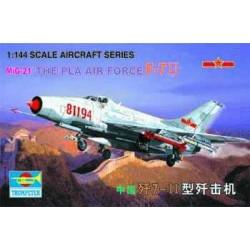 TRU01325 TRUMPETER Chinese F-7 1/144