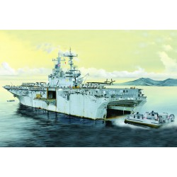 HBO83403 USS Essex LHD2 1/700