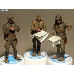 MINIART35027 Soviet Officers Brief. 1/35