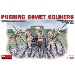 MINIART35137 Pushing Soviet Soldiers 1/35