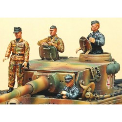 AC1371 ACADEMY - GERMAN TANKER FIG. 1/35
