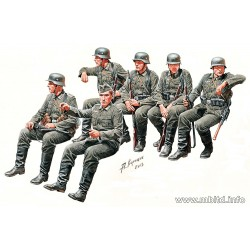MB35137 German Infantry East Front I 1/35