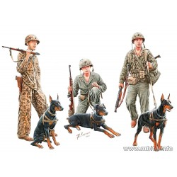 MB35155 Soldiers with dogs 1/35