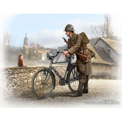 MB35173 French Soldier WWII 1/35