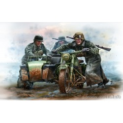 MB35178 German Motorcyclists WWII 1/35