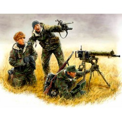 MB3526 MB Germ. Machine Gunner East 1/35